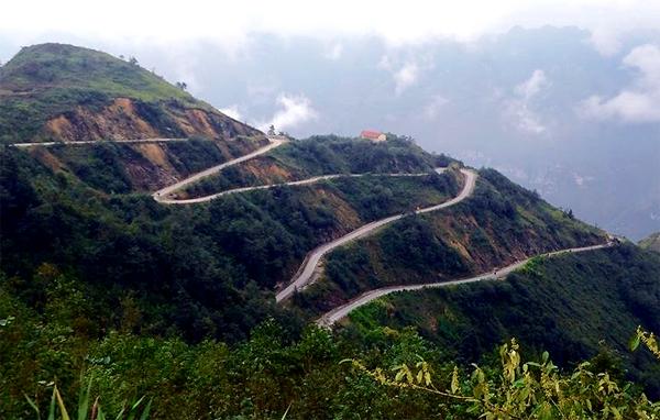 Cung đường lên cửa khẩu Săm Pun