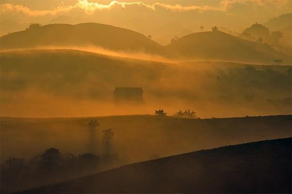 Thời điểm đẹp nhất để ngắm cảnh đẹp Mộc Châu buổi sáng sớm là 5h45 - 6h sáng
