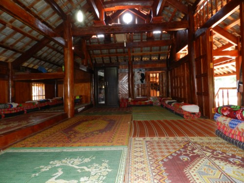 Phòng ngủ trong nhà sàn Mai Châu