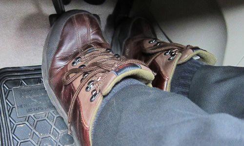 Mẹo tránh đạp nhầm chân ga khi phanh