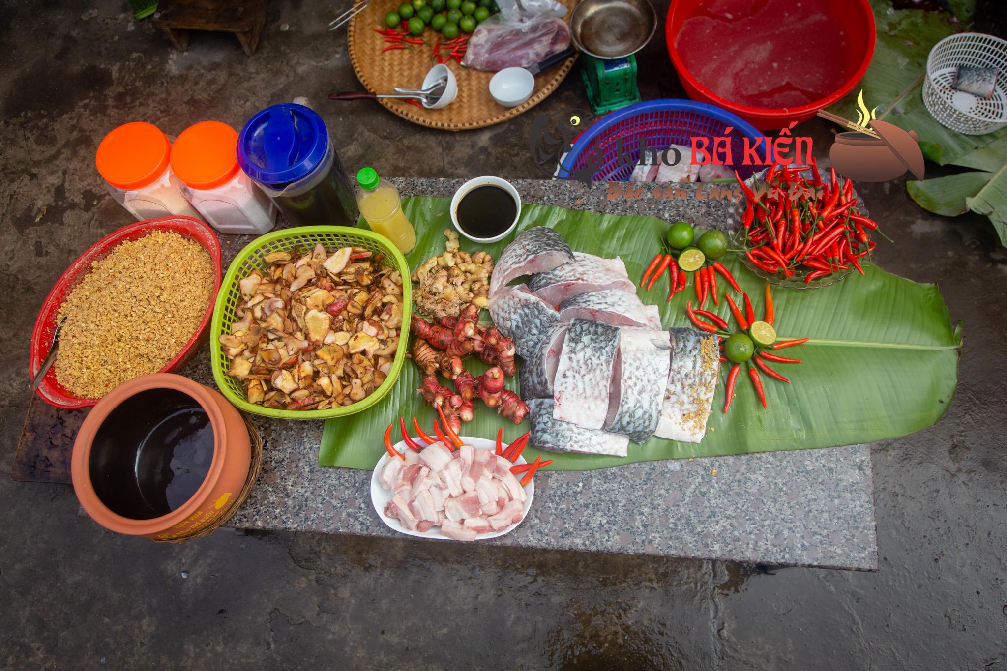 Cá trắm đen và 16 gia vị làm nên sự khác biệt của món cá kho làng Vũ Đại